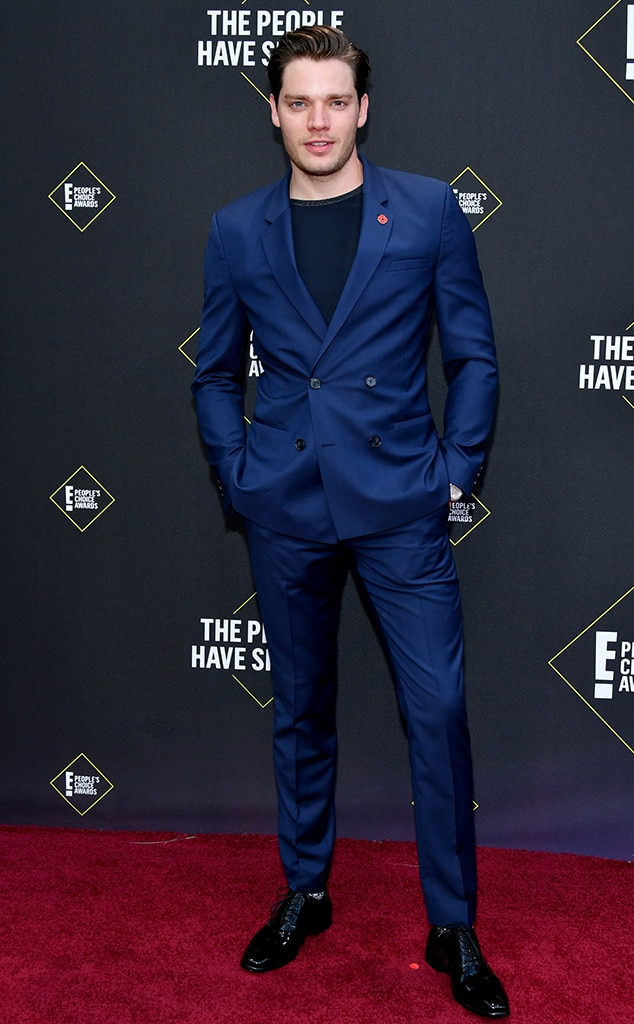 Dominic Sherwood, 2019 E! People's Choice Awards, Red Carpet Fashion