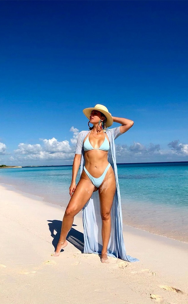 Khloe Kardashian, Bikini, Beach, Instagram
