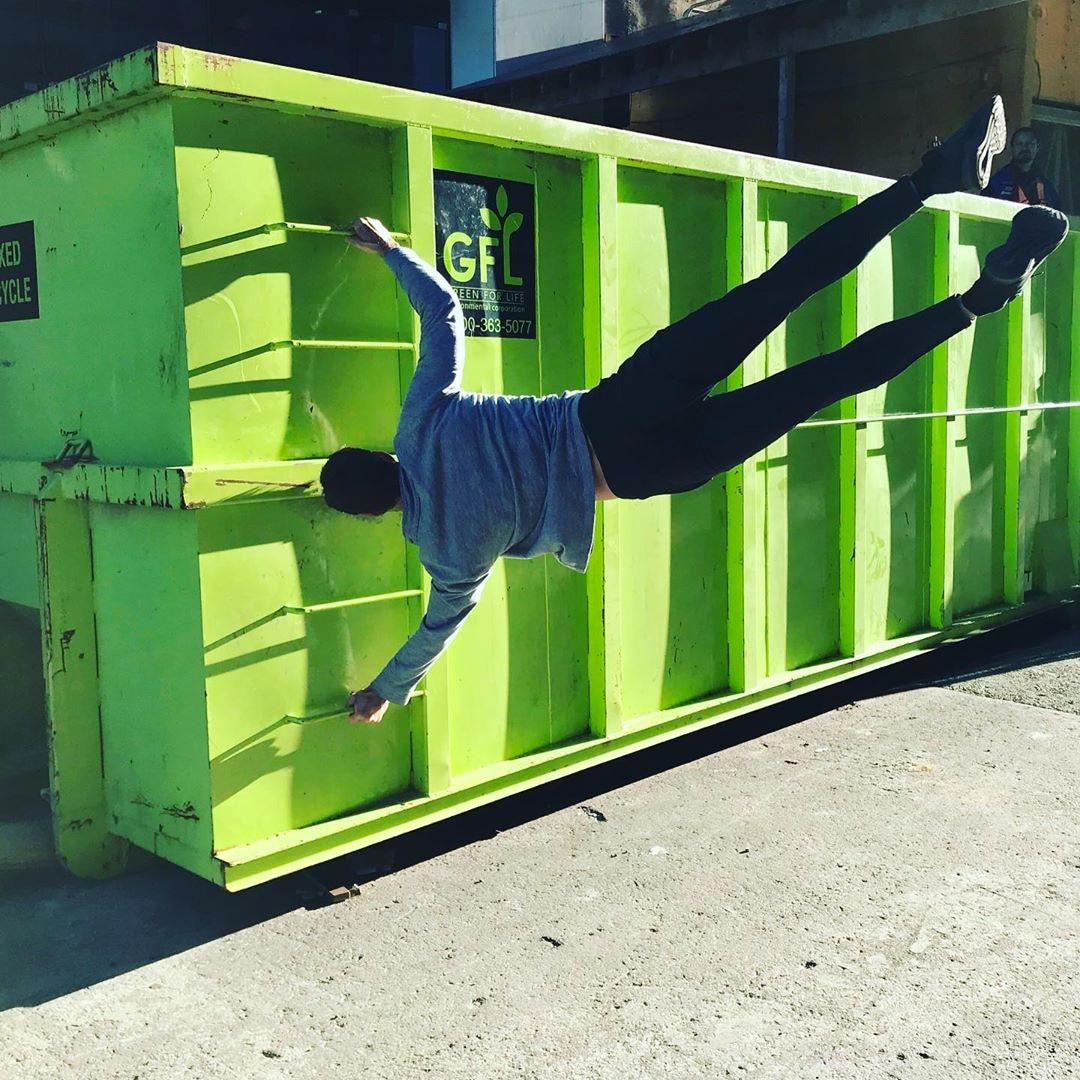 Liam Hemsworth, Instagram