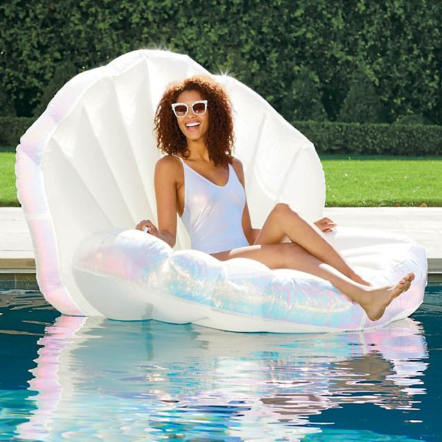 E-Comm: 15 Pool Floats to Instantly Upgrade Your Instagram Game