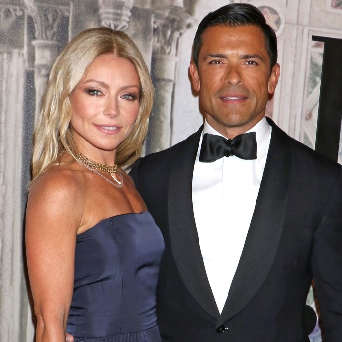 Kelly Ripa'S Sons Are The Spitting Picture Of Mark Consuelos In Lovely New Photograph - E! On-Line