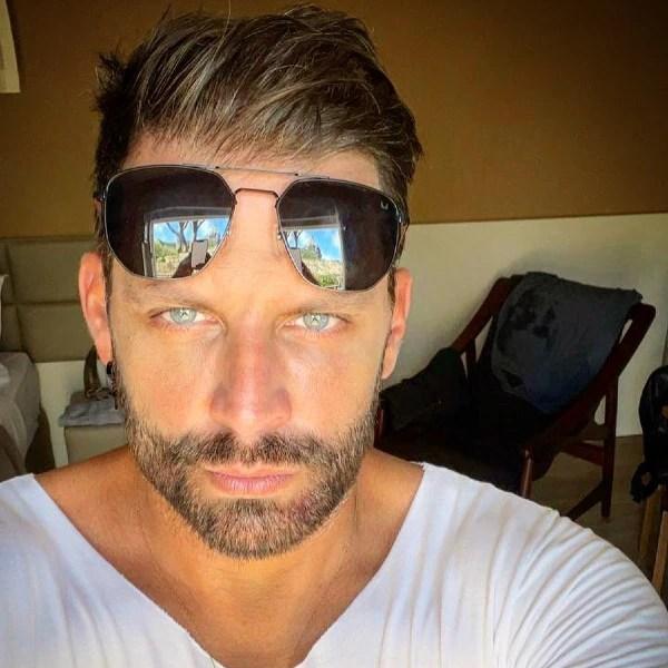 Agressor de Henri Castelli diz que revidou ataque do ator - E! Online Brasil