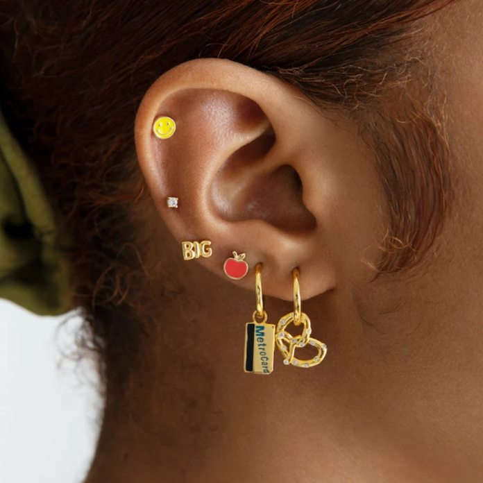 Pay Tribute To The Huge Apple With The Studs New York Assortment - E! On-Line