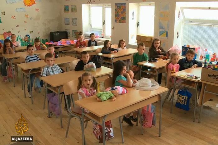 Organizovana instruktivna nastava po planu i programu iz Federacije, koja se za djecu iz Konjević-Polja do današnjeg dana održava u Novoj Kasabi [Al Jazeera]