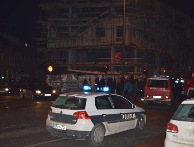 U rušenju skele u centru Sarajeva dvije osobe su poginule, a treća je u teškom stanju [Ibrahim Sofić/Al Jazeera]