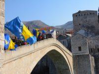 Mostarski osnovnoškolci defileom obilježili Dan nezavisnosti Bosne i Hercegovine