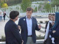 Studenti iz regije koji istražuju genocid u posjeti Srebrenici