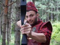 Novopazarac Emir Kurtanović promoviše streličarstvo: Sam izrađuje lukove i strele
