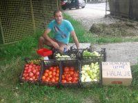 """Zavidovići: Eniz prodaje povrće """"Ko nema novca da kupi nek uzme halal je"""""""