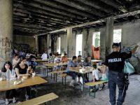 Neuslovni Đački dom u Bihaću privremeni smještaj za oko 3.000 migranata