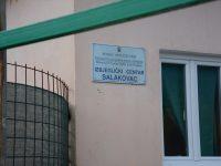 """Merhametov konvoj: Slatkiši obradovali djecu u izbjegličkom centru """"Salakovac"""""""