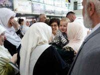 Prva grupa hadžija stigla u Sarajevo: Ponovni susret s porodicama, emocije, suze