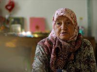 U genocidu izgubila sinove i muža: Hanifa Đogaz sama u selu u blizini Potočara