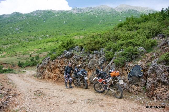 Postój na podjeździe na Qafa e Lanes za Cidhen