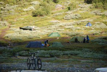 En del telt turister