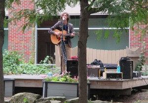 Singer and community organizer Zach serenaded the clean-up crew at Commerce Center Park in downtown Akron Thursday. (Photo: Yoly Glez M. Heisler)