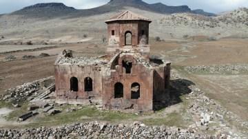 Bin 500 yıllık Kızıl Kilise ziyaretçilerini ağırlamaya devam ediyor