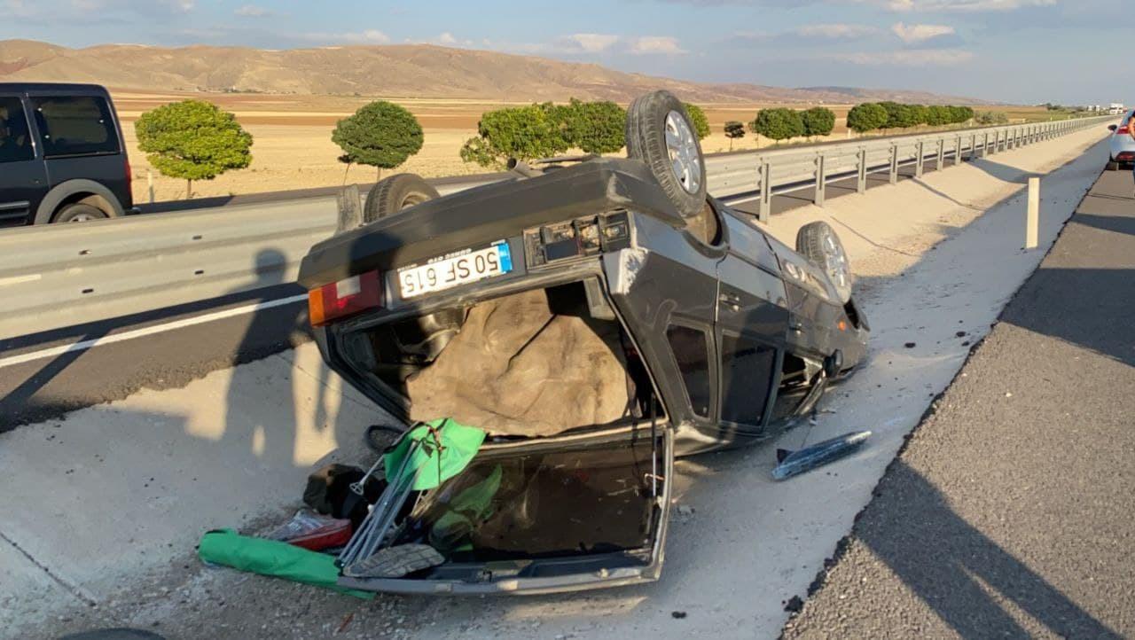 Kontrolden çıkan otomobil takla attı: 1'i ağır 2 yaralı