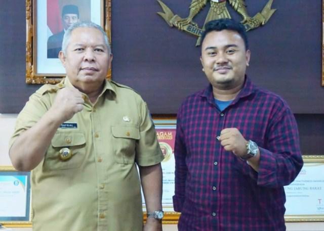 Bupati Tanjab Barat 2 Periode, Safrial bersama Wartawan Akses Jambi, M. Andika.