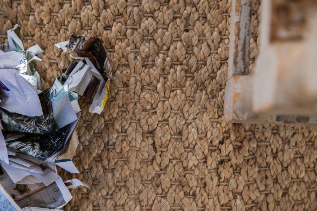 Papper på golvet