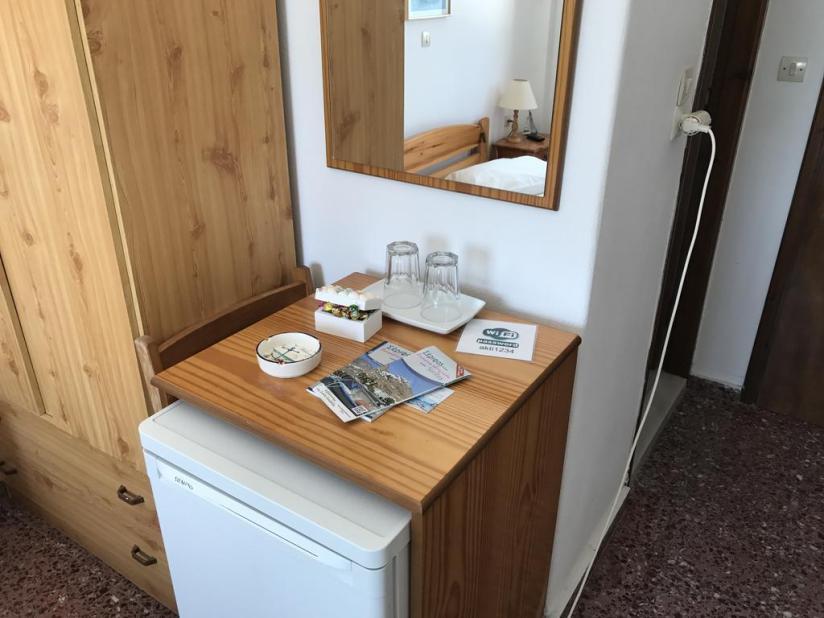 Kühlschrank und Einbauküche