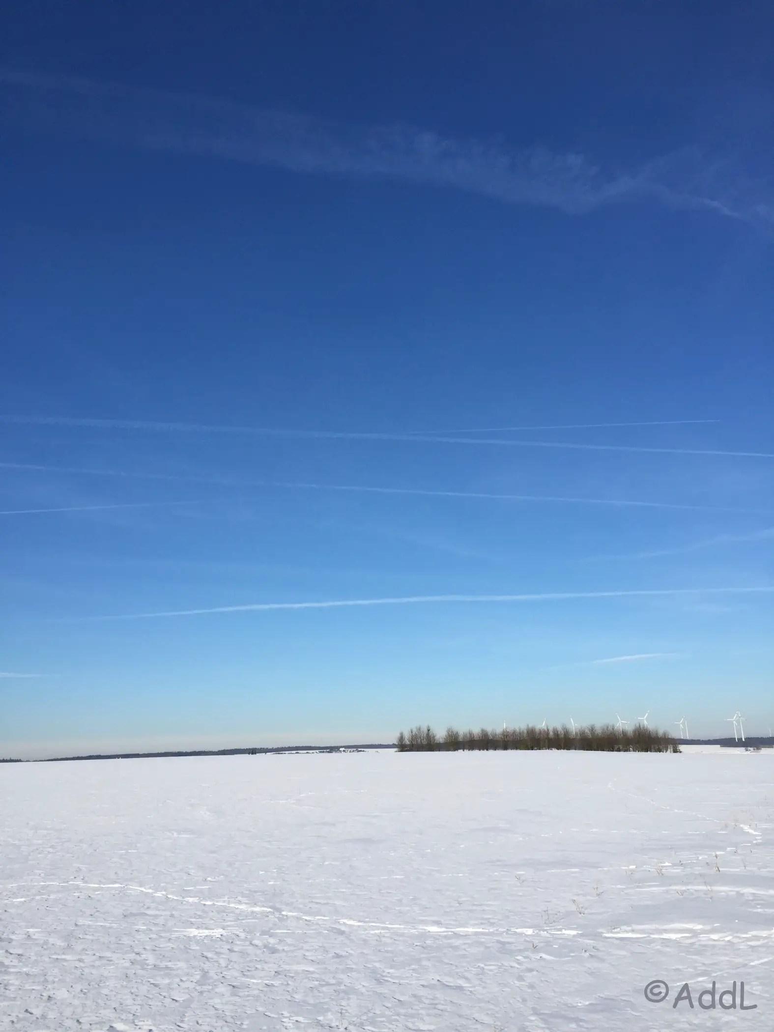 Blick über viel Schnee im Hunsrück