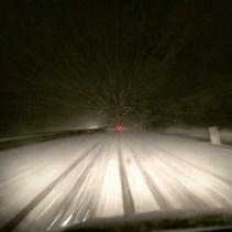 die Autobahn ist verschneit