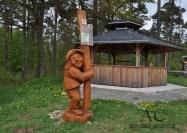 """Willi Wurzel an der Rothenburghütte, dem Einstieg in die Traumschleife """"Rund um den Zauberwald"""""""