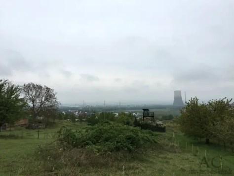 Das stillgelegte Kernkraftwerk Mülheim-Kärlich, fast immer im Blick, aber kaum störend.