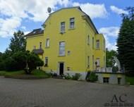 Hotel Pension Villa Wittstock Burg Außenansicht mit Parkplatz