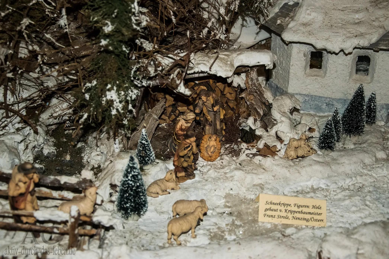 Schneekrippe mit Figuren von Franz Strolz, Österreich