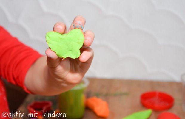 Kindergartenfrei? Dinge, für die man keinen Kindergarten benötigt. Schmetterling aus Knete