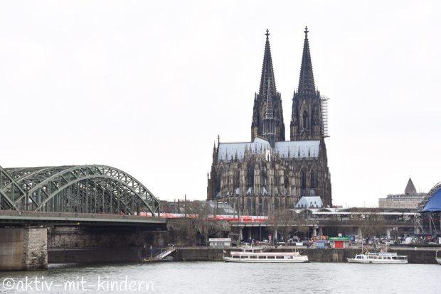 Dom in Köln und Hohenzollernbrücke