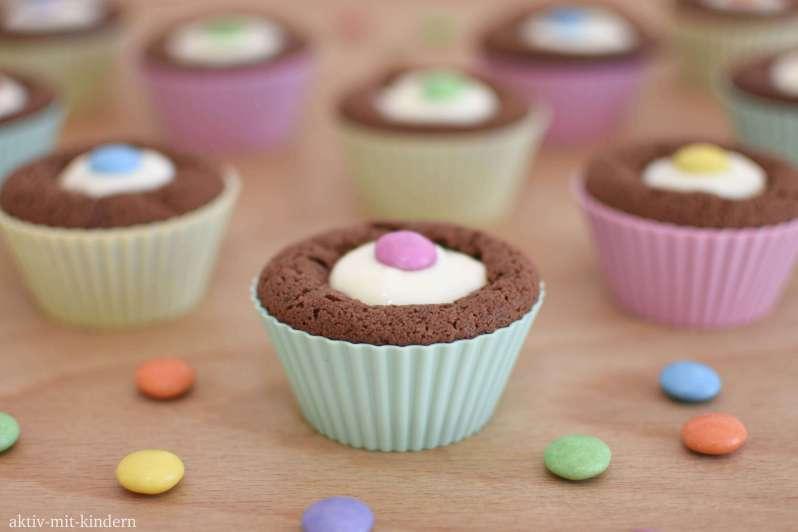 Mit Smarties gefüllte Muffins