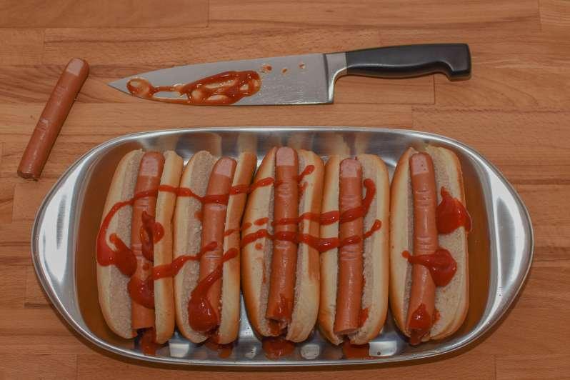 Blutige Finger als super Idee für das Halloween-Buffet