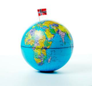 jordklode-med-flagg
