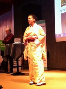 Yasuragis VD hälsa alla välkomna. Foto: Carin Carlsdotter Denell
