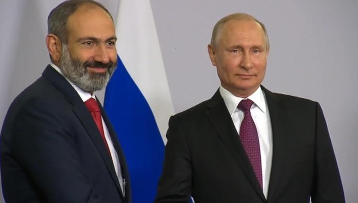 Putin Paşinyan ile ilgili görsel sonucu