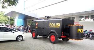 Tim Gegana Polda Jatim Datangi Sekolah Kristen Gloria 2 Surabaya yang mendapat Ancaman Dibom