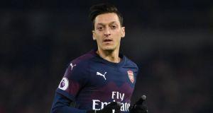 Gelandang klub Liga Inggris Arsenal, Mesut Ozil dihilangkan dari video game ProEvolution Soccer (PES) 2020