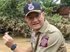 Menteri Sosial Juliari P Batubara saat meninjau banjir di Jabodetabek. Foto : Dok. Kemensos