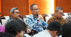 Menteri Perindustrian Agus Gumiwang Kartasasmita pada Jumpa Pers Kementerian Perindustrian mengenai Kinerja Tahun 2019 dan Outlook Pembangunan Industri Tahun 2020 di Jakarta