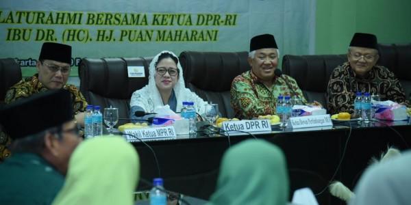 Ketua DPR RI Puan Maharani saat menghadiri Rapat Pleno Dewan Pertimbangan Majelis Ulama Indonesia (MUI) di Gedung MUI, Jakarta Pusat, Rabu (19/2). (ANTARA/Istimewa)
