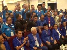 Zulkifli Hasan (tengah) saat detik-detik terakhir perhitungan suara pemilihan ketua umum DPP PAN periode 2020-2025. Hasil penghitungan akhir Zulkifli mendapat 331 suara dari 563 suara sah. (ANTARA/Harianto)