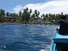 Pulau Mansinam di Kabupaten Manokwari, Papua Barat. Tahun ini kampung tersebut tidak bisa menerima dana desa karena rekening kampung tersebut diblokir menyusul temuan dugaan korupsi pada pengelolaan dana desa di kampung tersebut.