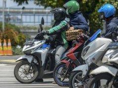 Lalu Lintas Sepeda Motor di Perempatan Sarinah-Thamrin. Imam Buhori