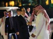 Menteri Keuangan AS Steven Mnuchin tiba untuk makan malam selamat datang di Istana Muraba, Arab Saudi, selama pertemuan para menteri keuangan dan gubernur bank sentral G20 di Riyadh, Arab Saudi pada 22 Februari 2020. ANTARA/REUTERS/Ahmed Yosri