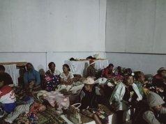 Kondisi korban banjir yang menumpuk di Kantor Camat Lore Barat. (ANTARA/HO-Dokumen BPBD Poso)