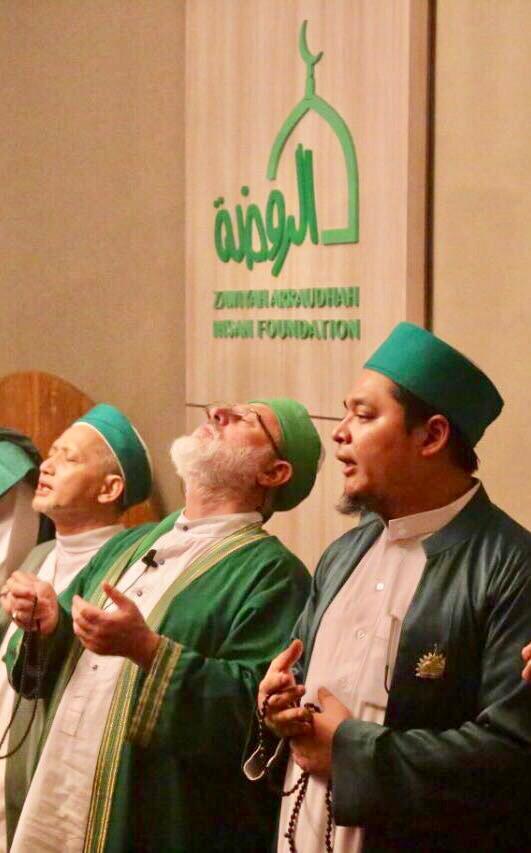 Foto: KH. Danial Nafis MA [kanan], Prof. Dr. Fadhil al-Jaelani [tengah]