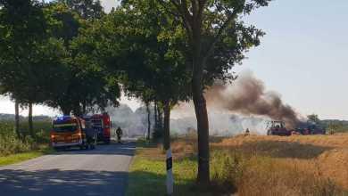 Photo of Mähdrescher gerät bei der Arbeit in Brand